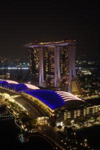 Das Bild zeigt das neue Marina Bay Sands Hotel in Singapur